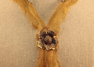 Gargantilla tejida en oro de 18kt(Conjunto flor de seda)